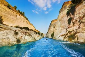 залив в каньоне